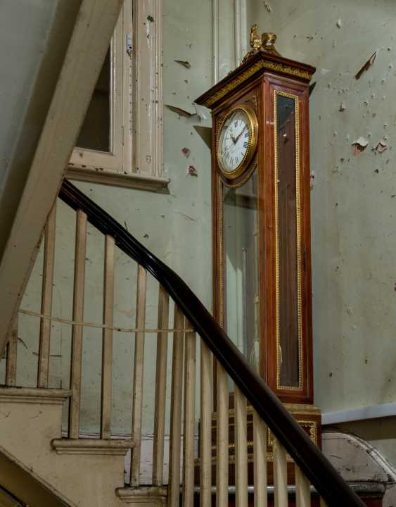 A LOUIS XVI ORMOLU-MOUNTED MAHOGANY LONGCASE CLOCK - photo 2