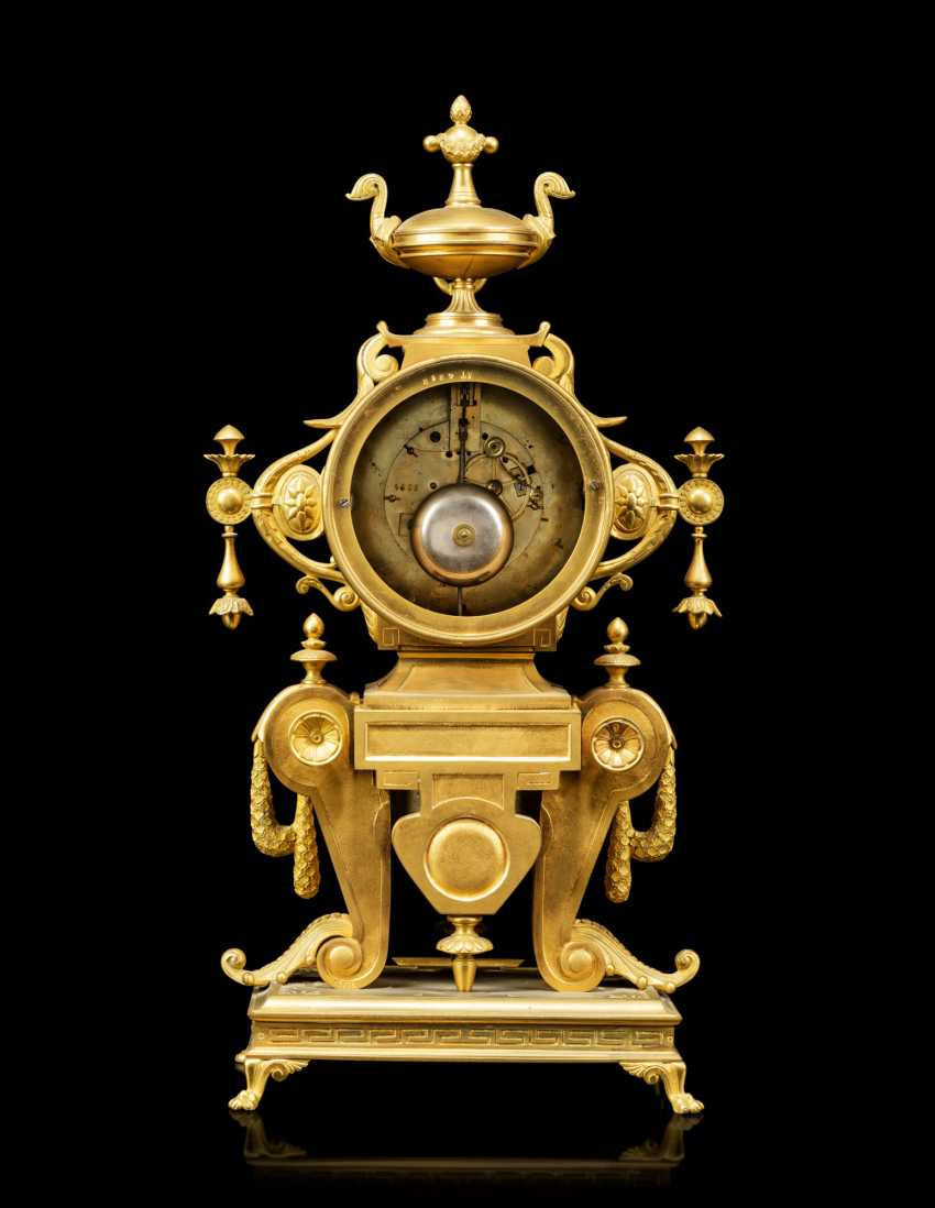 A NAPOLEON III 'NEO-GREC' ORMOLU AND PINK-GROUND PORCELAIN MANTEL CLOCK - photo 3