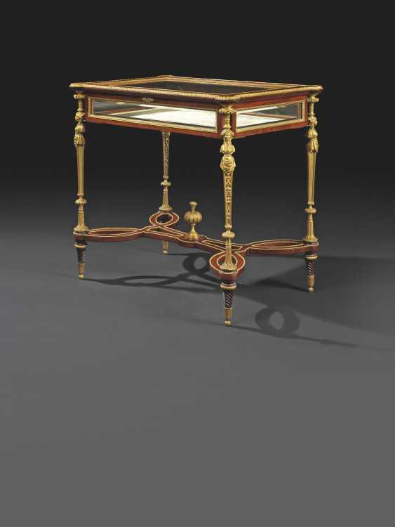 A FRENCH ORMOLU-MOUNTED MAHOGANY VITRINE TABLE - photo 2