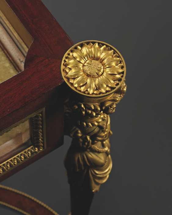 A FRENCH ORMOLU-MOUNTED MAHOGANY VITRINE TABLE - photo 3