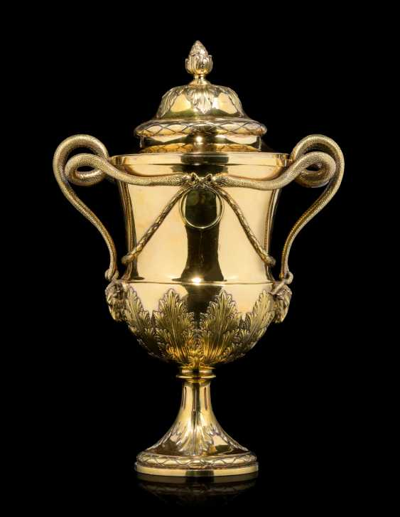 A GEORGE III SILVER-GILT CUP AND COVER - photo 1