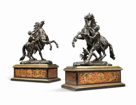 A PAIR OF FRENCH BRONZE 'MARLY' HORSE GROUPS, ON CUT-BRASS AND TORTOISESHELL-INLAID 'BOULLE' BASES - photo 1