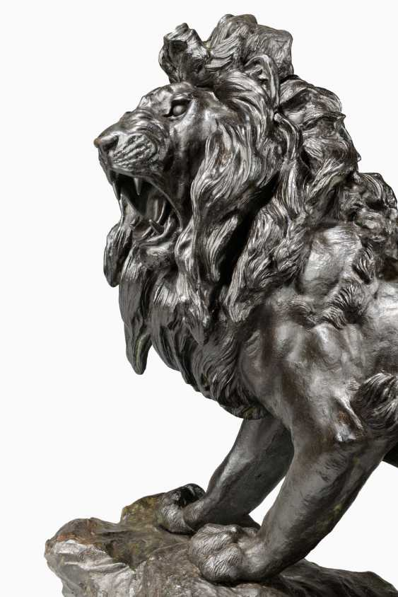A LARGE JAPANESE BRONZE MODEL OF A LION - photo 4