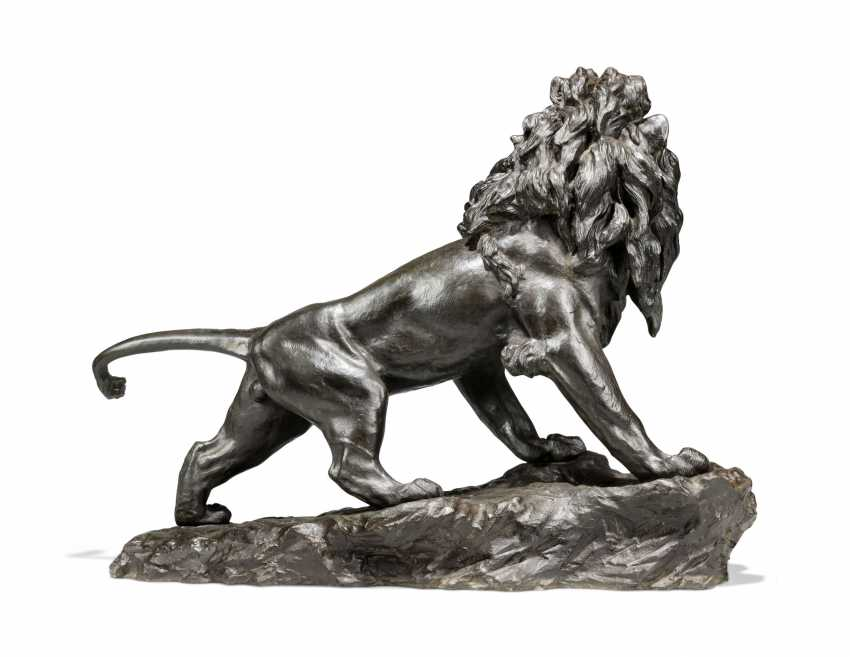 A LARGE JAPANESE BRONZE MODEL OF A LION - photo 5