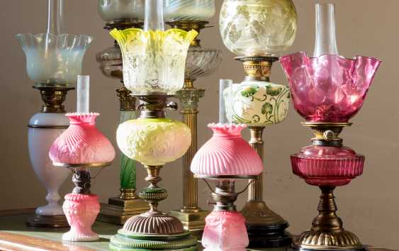 A GROUP OF EIGHT VICTORIAN CLEAR AND FROSTED GLASS OIL LAMPS - photo 2