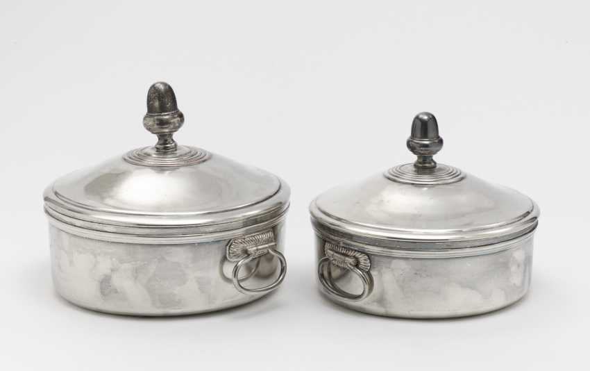 Two lid terrines and a pair of oval plates - photo 1