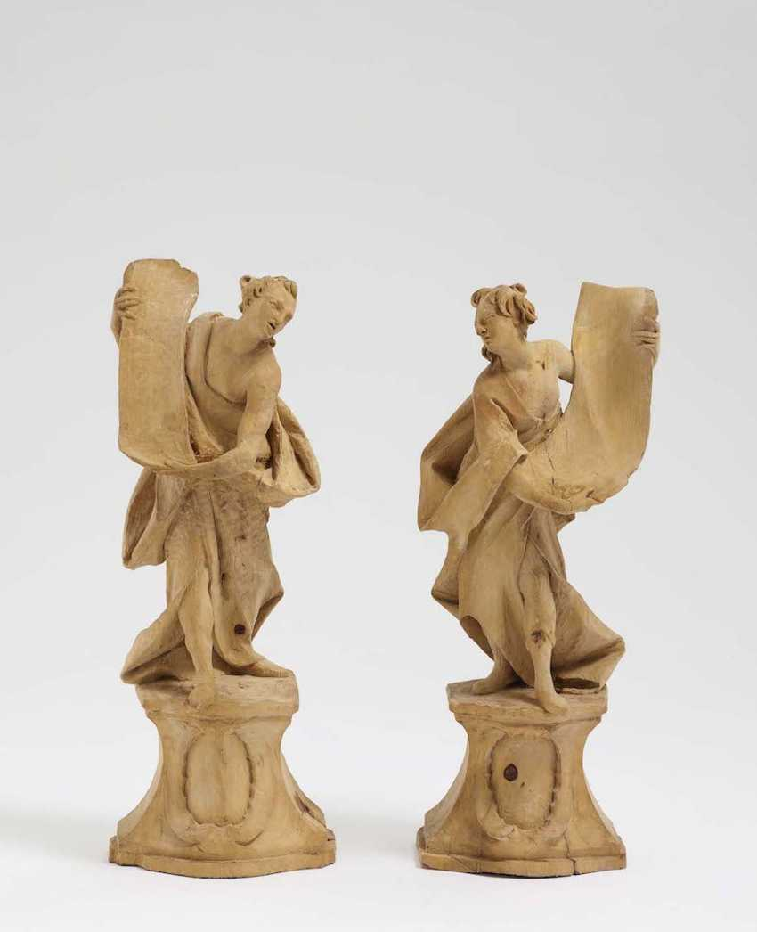 A COUPLE of ANGELS WITH scrolls, Johann Baptist Straub (1704 Wiesensteig - 1784 Munich, Germany), perimeter, in the middle of 18. Century - photo 1