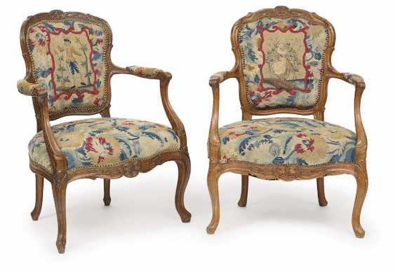 A PAIR of ARMCHAIRS, English, 18. Century - photo 1