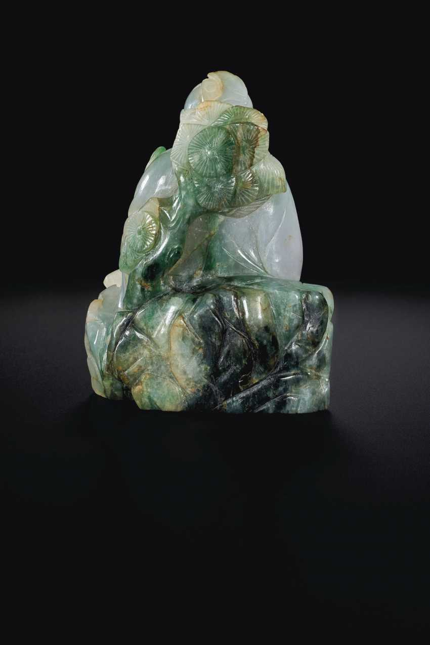 A PALE LAVENDER AND GREEN JADEITE FIGURE OF SHOULAO - photo 2