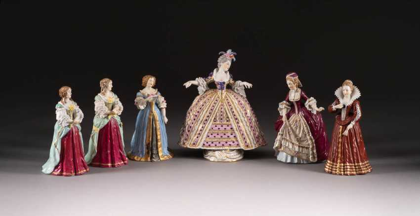 COLLECTION OF SIX COURT LADIES IN THE SÈVRES STYLE - photo 1