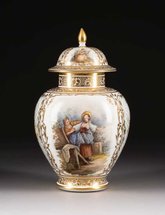 LID VASE WITH WATTEAU PAINTING - photo 1