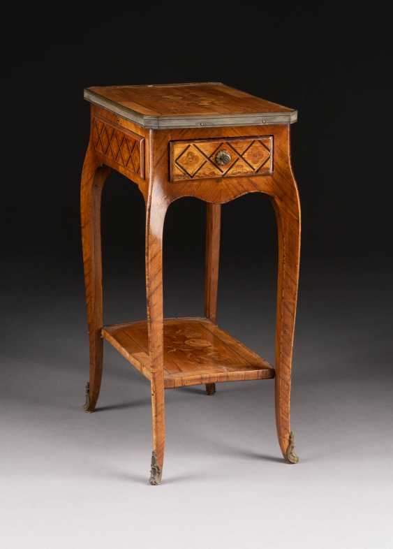 LOUIS XV SIDE TABLE - photo 1
