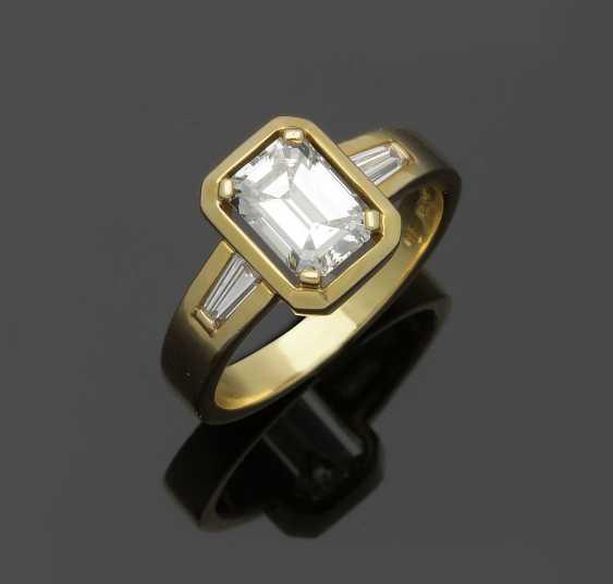 Elegant diamond solitaire ring from the jeweller Kröner - photo 1