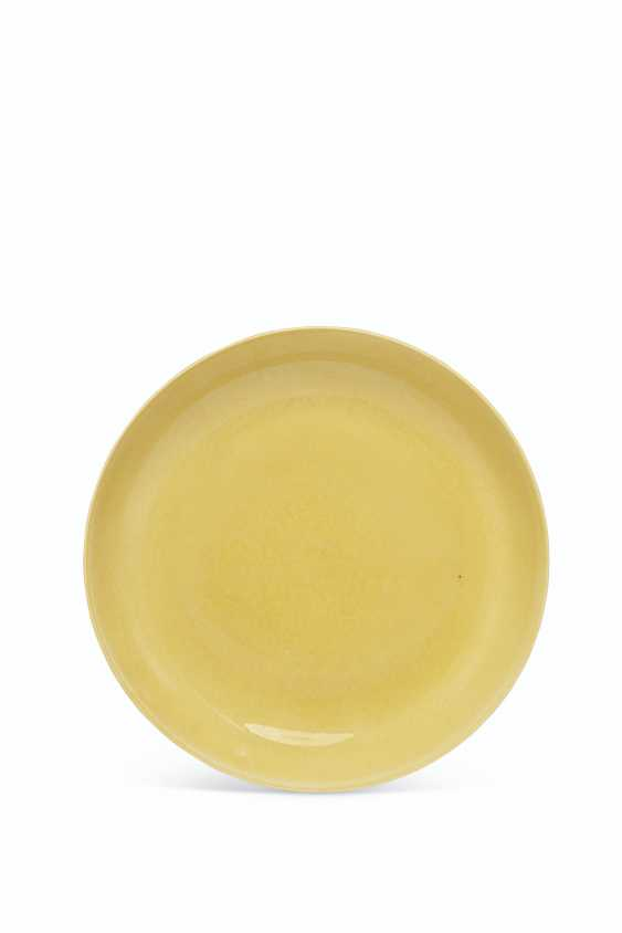 AN IMPERIAL YELLOW-GLAZED DISH - photo 1