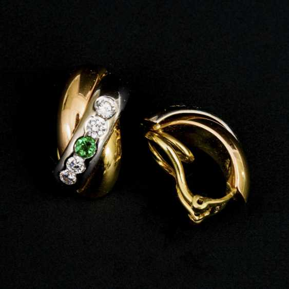 Pair of ear clips with emeralds and diamonds - photo 1