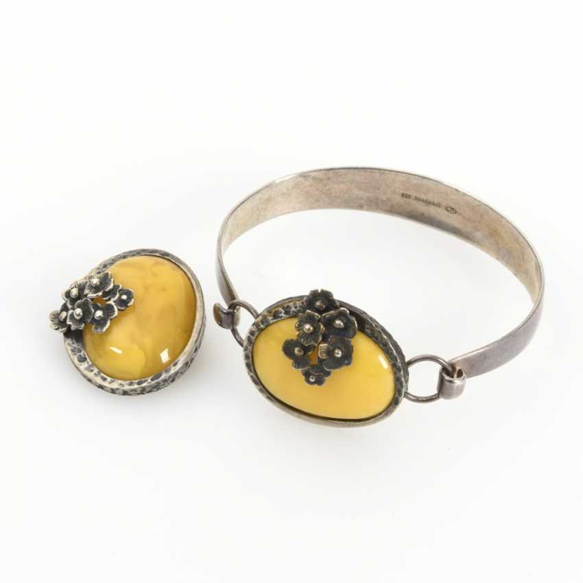 Bangle and pendant brooch with amber - photo 1