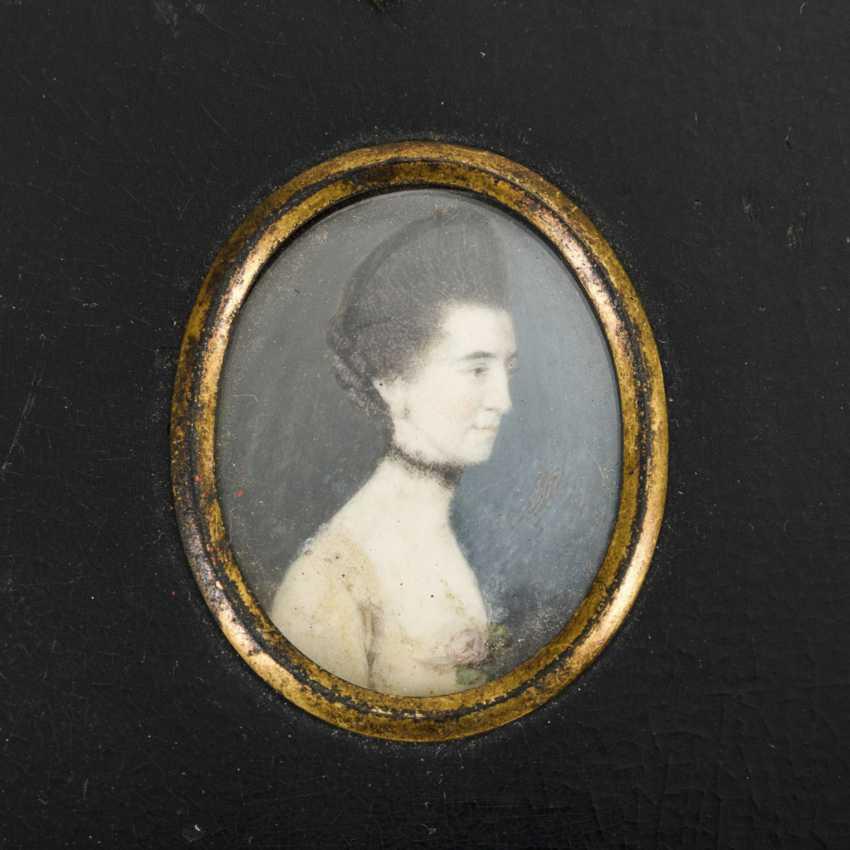 2 miniatures around 1800: portraits of women - photo 1