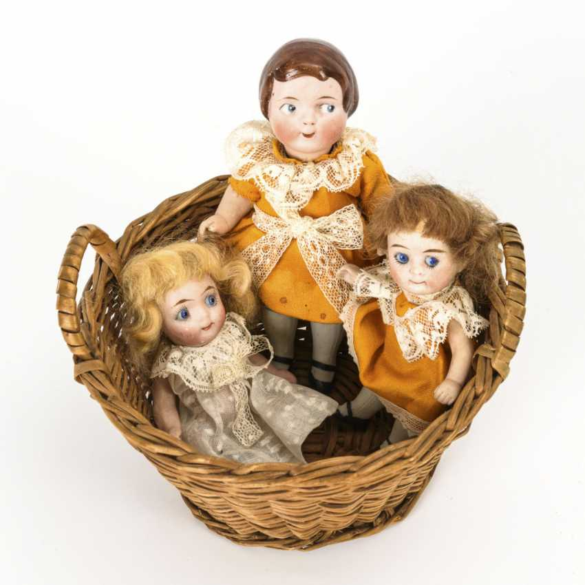 3 small dolls in basket - photo 1