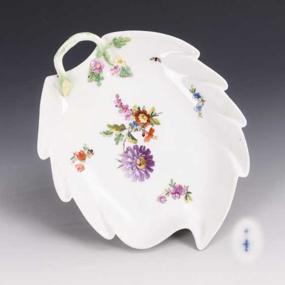 Leaf bowl with flower painting - photo 1