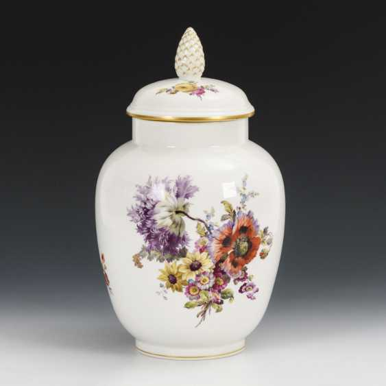 Lid vase with flower painting - photo 1