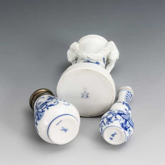 Bottle, salt shaker and vase with blue painting - photo 2