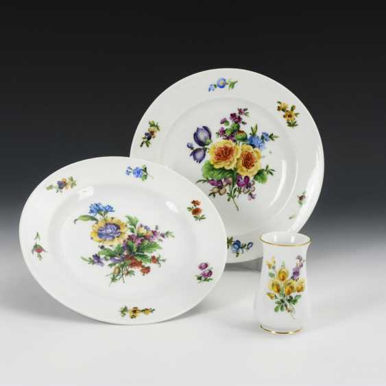 2 plates and vase with flower painting - photo 2