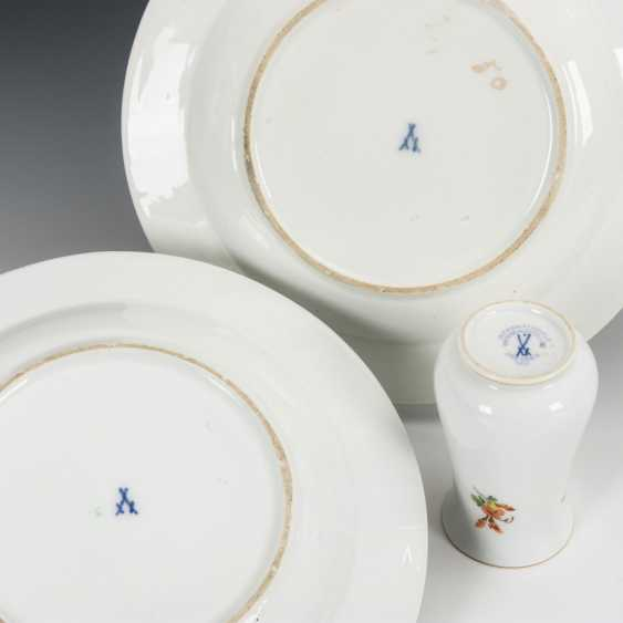 2 plates and vase with flower painting - photo 1