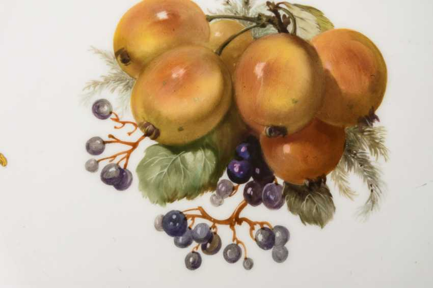 Pair of plates with fruit painting - photo 2