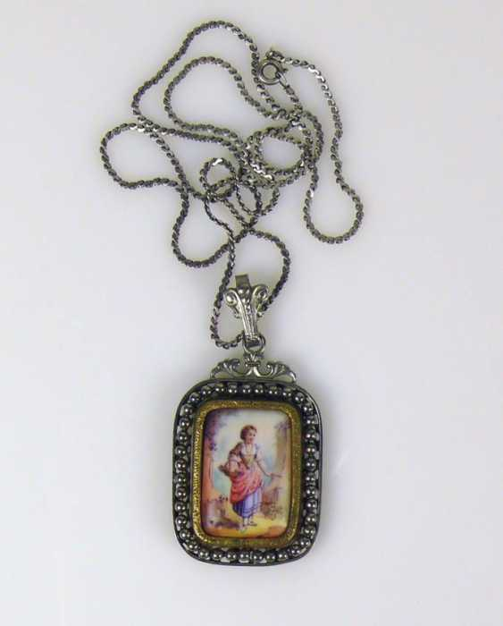 Pendant with chain - photo 1
