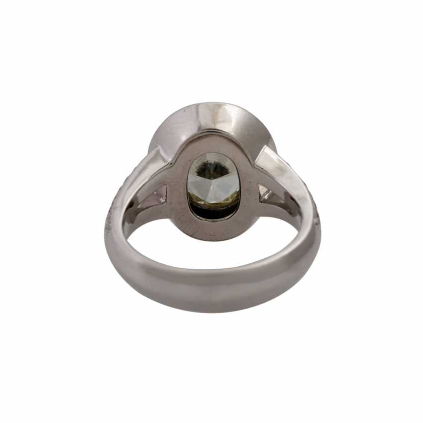 Ring with oval brilliant approx. 3.3 ct, - photo 4