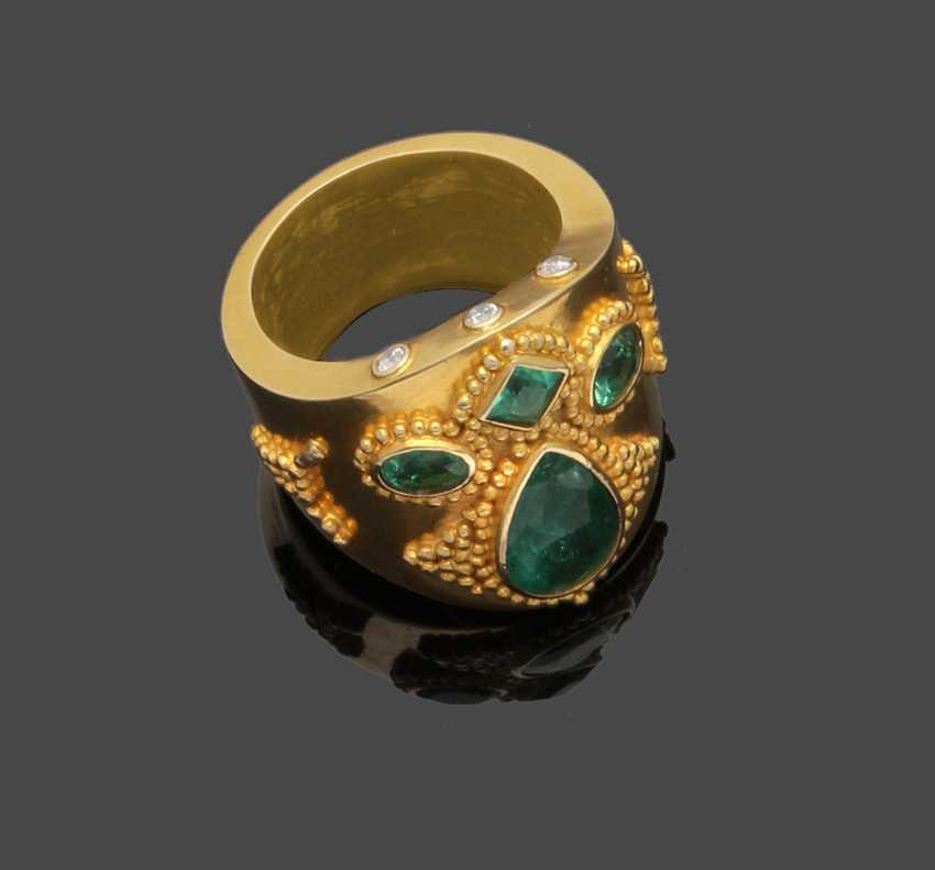 Magnificent men's ring with Colombian emeralds - photo 1