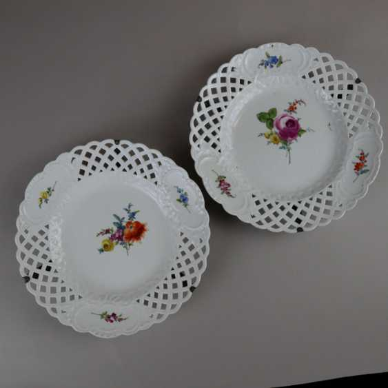 Pair of plates with a breakthrough rim - photo 1