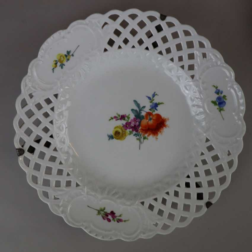 Pair of plates with a breakthrough rim - photo 4