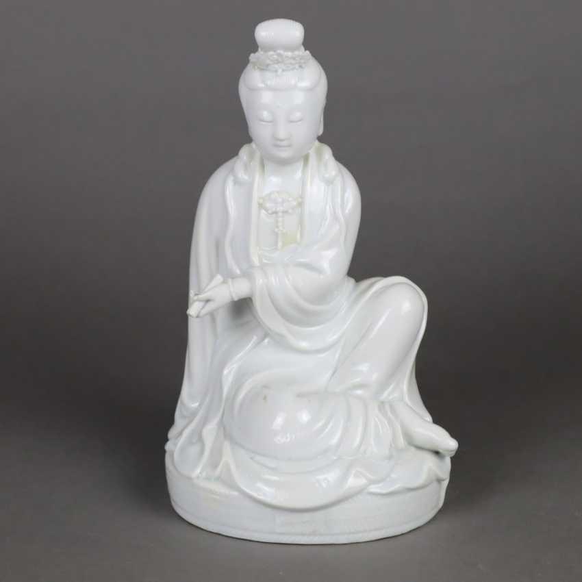 Blanc de Chine-Guanyin with scroll - photo 1