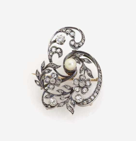 HISTORICAL FLORAL BROOCH EMBELLISHED WITH DIAMONDS AND A NATURAL PEARL - photo 1
