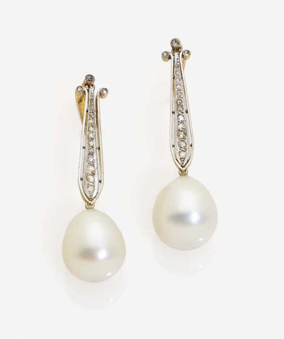 A PAIR OF DROP EARRINGS WITH SOUTH SEA PEARLS AND DIAMOND ROSE BREEDING DECORATED - photo 1