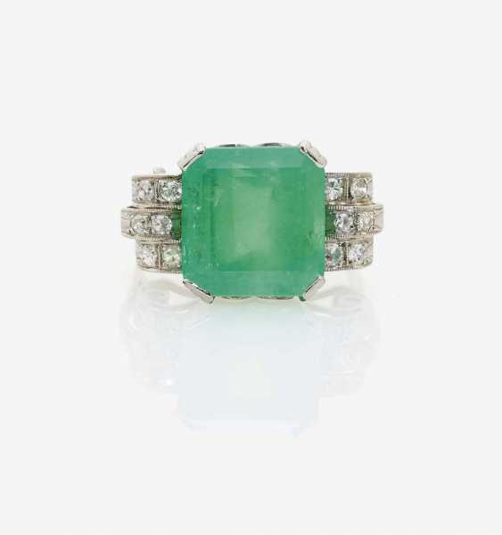 COCKTAIL RING DECORATED WITH AN EMERALD AND DIAMONDS - photo 1