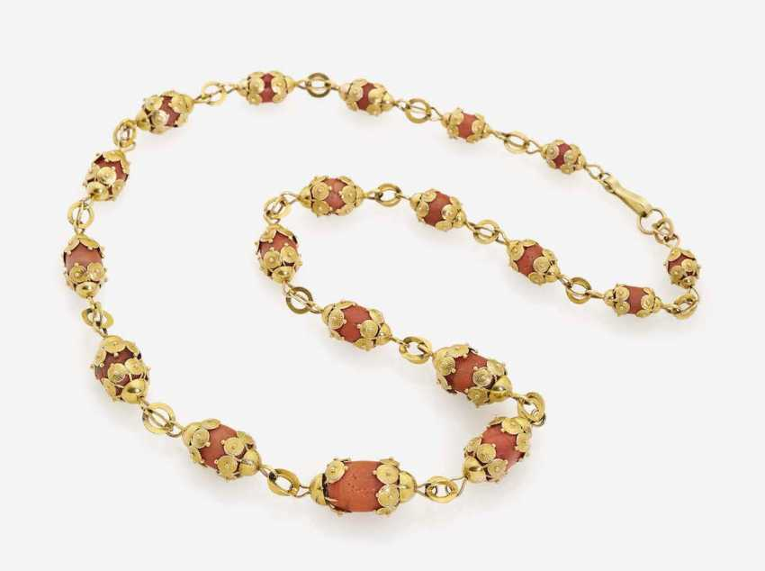 FANCY LINK CHAIN DECORATED WITH OLIVE-SHAPED CORAL - photo 1