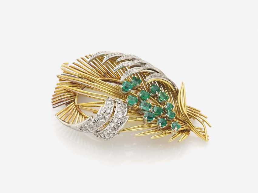 FEATHERED BROOCH WITH DIAMONDS AND EMERALDS - photo 1