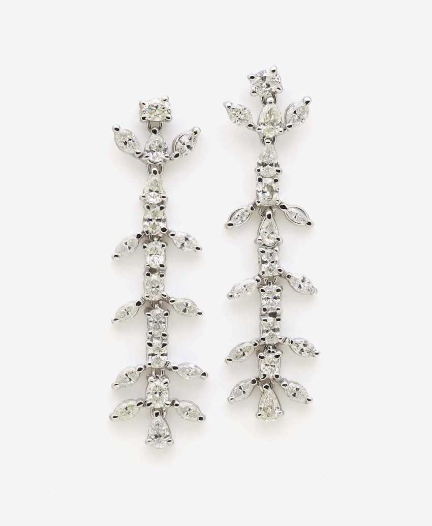 A PAIR OF STUD PIN HANGER DECORATED WITH VARIOUS DIAMOND SHAPES - photo 1