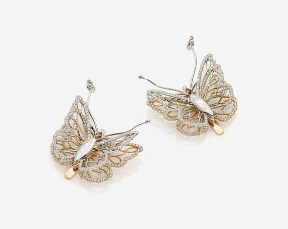 """A PAIR OF CONVERTIBLE DRESS CLIPS """"BUTTERFLIES"""", DECORATED WITH BRILLIANT-CUT DIAMONDS - photo 1"""