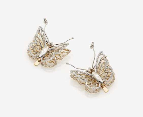 """A PAIR OF CONVERTIBLE DRESS CLIPS """"BUTTERFLIES"""", DECORATED WITH BRILLIANT-CUT DIAMONDS - photo 2"""