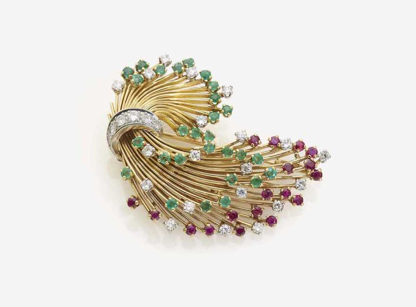 BROOCH IN THE FORM OF A STYLIZED FEATHER WITH DIAMONDS, RUBIES AND EMERALDS - photo 1