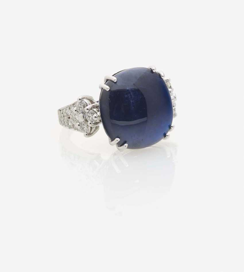 RING WITH A CABOCHON SAPPHIRE AND BRILLIANT-CUT DIAMONDS - photo 1