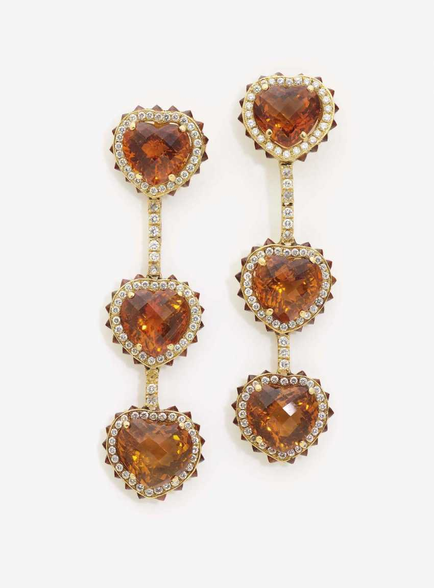 A PAIR OF STUD PIN HANGER DECORATED WITH HEART-SHAPED MADEIRA CITRINES AND DIAMONDS - photo 1
