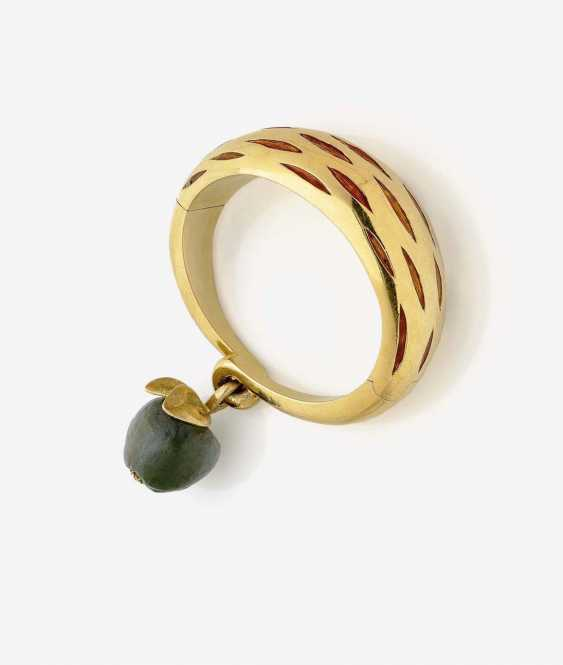 BRACELET WITH PENDANT IN THE SHAPE OF AN APPLE - photo 1