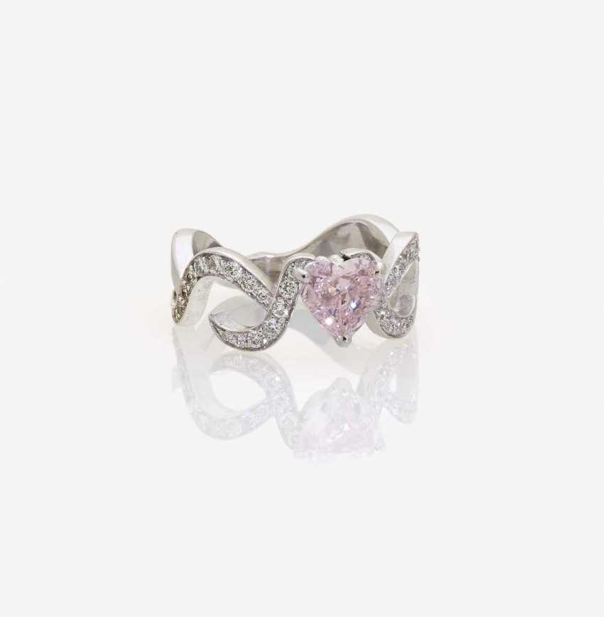 FANCY RING, ADORNED WITH A HEART-SHAPED FANCY PINK DIAMONDS AND BRILLIANT-CUT DIAMONDS - photo 1