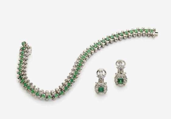 BRACELET AND A PAIR OF CLIP EARRINGS WITH EMERALDS AND DIAMONDS - photo 1