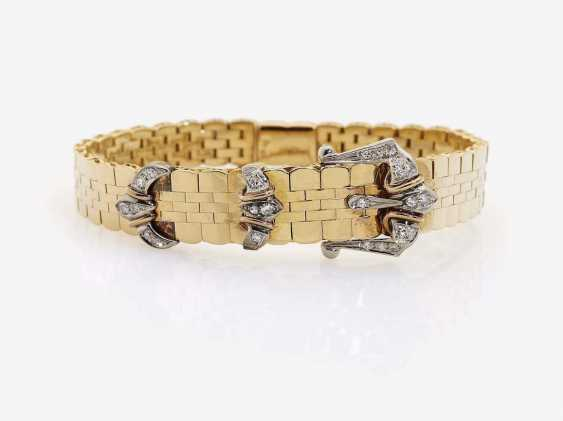 HISTORICAL LINK BRACELET WITH A BELT BUCKLE MOTIF DECORATED WITH DIAMONDS - photo 1
