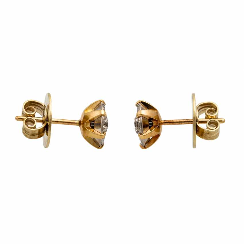 Stud earrings with diamonds totaling approx. 0.55 ct, - photo 2